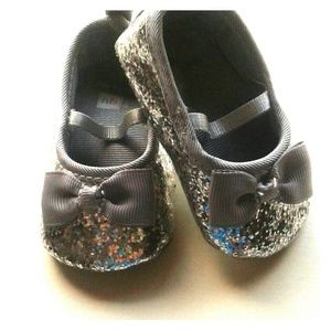 NWOT Carter's sparkly Mary Janes with bow sz nb